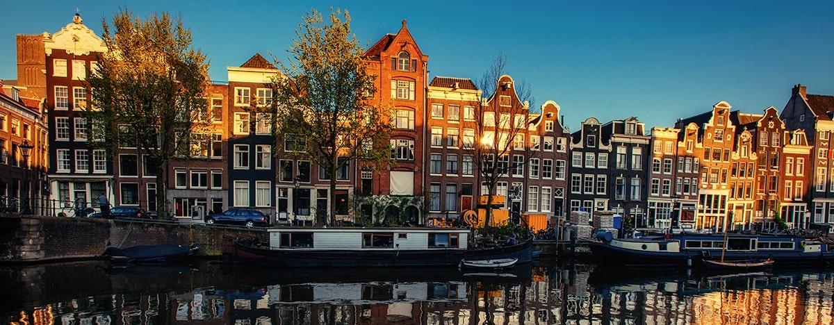 夕暮れ時のアムステルダム